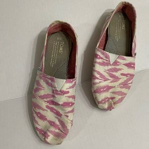 Toms Slip on Canvas Shoe size 6